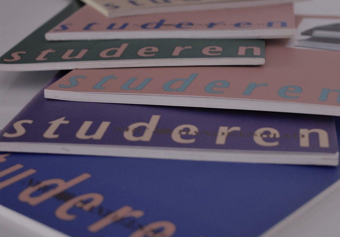 Studieboeken op tafel bij Grip Op Leren bijles